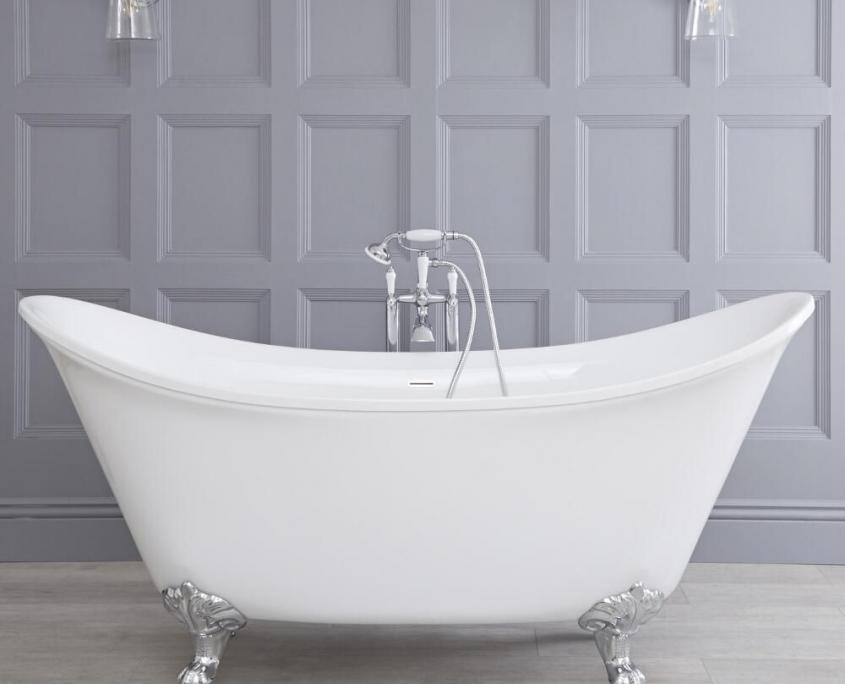 white bathtub with claw feet