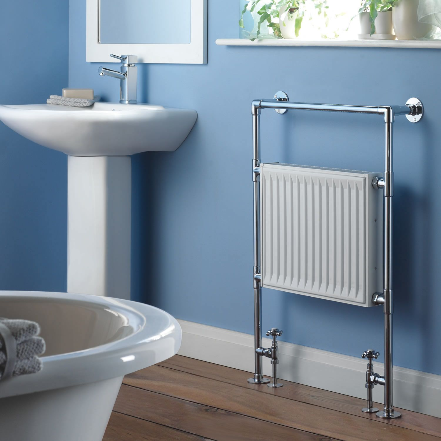Marquis - Traditional Hydronic Heated Towel Warmer - 36\