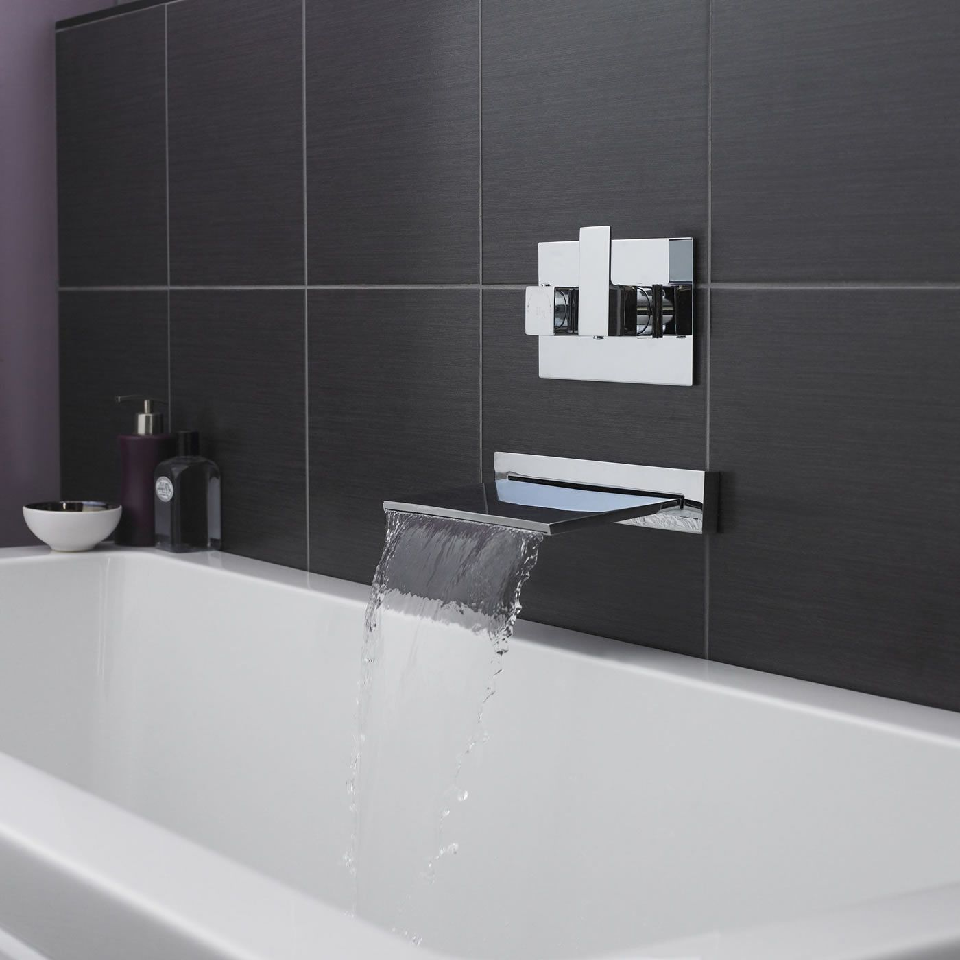 Bathtub faucets five of the best for Robinet mural cascade