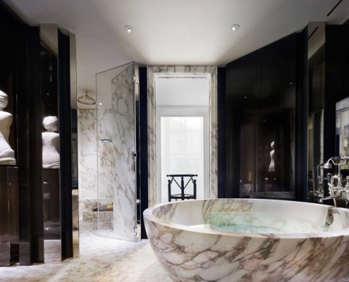 Mirrors and alcoves for noble ambiance Source: Countryandtownhouse Art in Lavatories